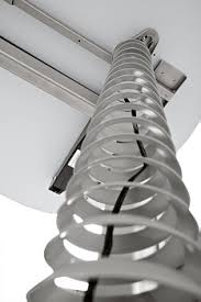 Kabelspirale silber, Kabelspirale schwarz, Kabelführung vertikal Schreibtisch, Kabelwurm, Kabelschlange Schreibtisch, Kabelspirale höhere Schreibtische, Kabelschlange hohe Tische